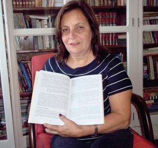Professora de Português Heloísa Mônica Ajeje Gonçalves - 40 anos de pro