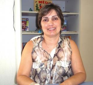 """Psicopedagoga Vanessa de Almeira Riboli Beirigo - VÃÂ¡rios cursos de especialização na ÃÂ¡rea e 7 anos de experiência clínica: """"A visualização de muitas das palavras de nossa língua é fundamental, pois, a escolha da gra"""