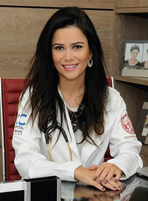 Dra. Tassiane Alvarenga, especialista em endocrinologia e metabologia pela USP.